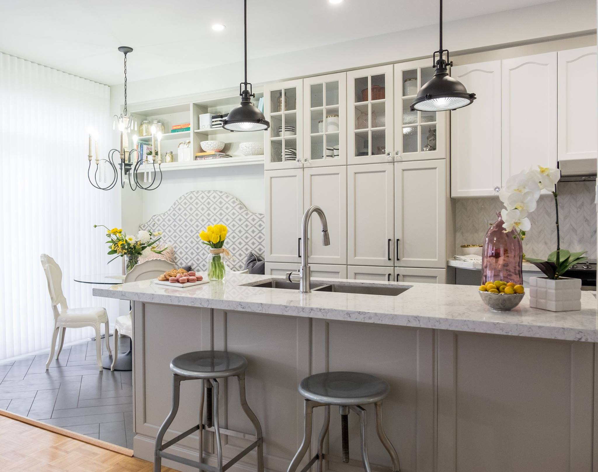 Merveilleux Jonathan And Tango Design Studio Decided To Modernized This Kitchen By  Adding A Rectangular Island, A Floor To Ceiling Pantry And A Built In  Banquette For ...