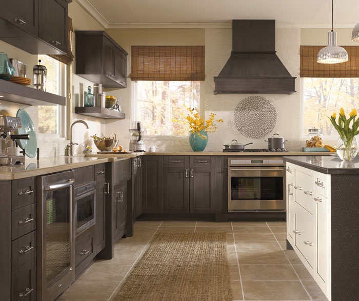shaker_style_cabinets_in_casual_kitchen