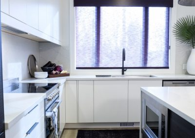 8-property-brothers_Kitchen_WindowCoverings02